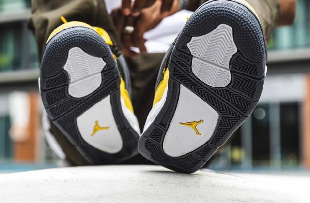 Jordan 4 Retro Lightning (6)