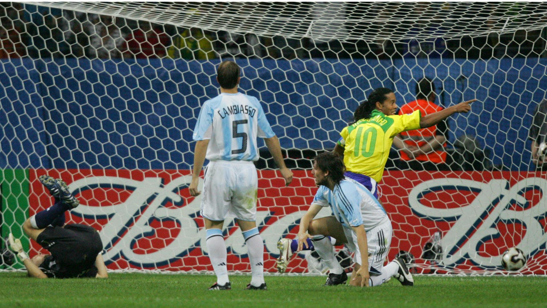 ronaldinho-argentina-brasil-confederations-cup-2005_1vvqij7y24xgq1mnlp47hartp1